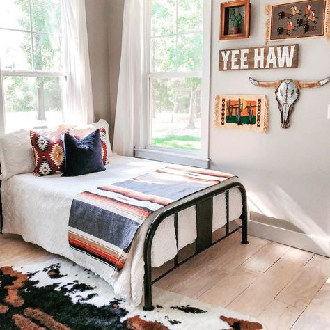 Yeehaw we love this bedroom! Could you picture this in your home? Photo Credi Yeehaw we love this bedroom! Could you picture this in your home? Western Bedroom Decor, Home Bedroom, Bedroom Design, Dream Rooms, Bedroom Decor, Home Decor, Room Makeover, Country Bedroom, Room Ideas Bedroom