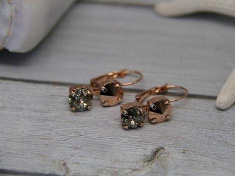 #weddings #jewelry #earrings #bridesmaidearrings #crystalearrings #swarovskicrystal #swarovskiearrings #bridalearrings #weddingearrings #elegantearrings #minimalistearrings #eveningearrings #daintygoldearrings #rhinestoneearrings #earringsforwomen #earringsforwedding