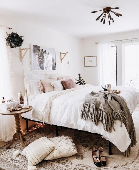 Bedroom. Comfy Boho. #ApartmentLiving