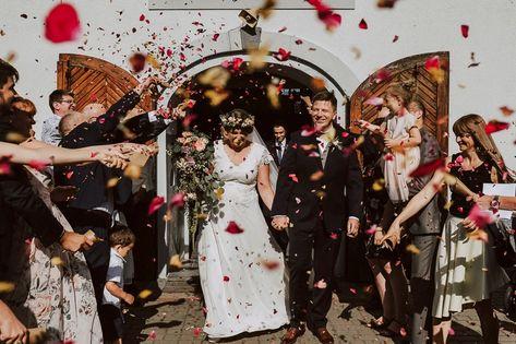 Na Punkcie Zdobionych Obcasow Oszalala Juz Spora Grupa Panien Mlodych Zdobienia Zlote Srebrne Cz Wedding Guest Shoes Glitter Wedding Shoes Wedding Guest Heels