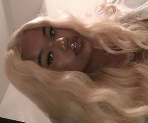 Find images and videos about girl, makeup and blonde on We Heart It - the app to get lost in what you love. Black Girl Aesthetic, Aesthetic Hair, Blonde Aesthetic, Brown Aesthetic, Brown Blonde Hair, Blonde Wig, Blonde Hair Extensions, Baddie Hairstyles, Lace Hair