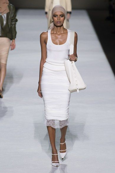 Tom Ford Spring 2019 Ready-to-Wear collection, runway looks, beauty, models, and reviews.