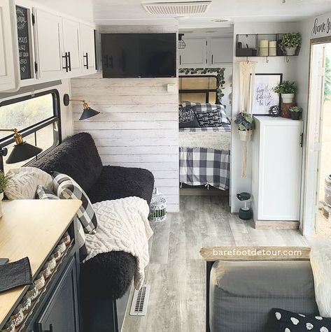 Check out this list of ideas with pictures and links that will help you find the perfect RV sofa bed of your camper, wheel or trailer. Rv Sofa Bed, Rv Redo, Rv Homes, Trailer Decor, Camper Trailers, Travel Trailers, Rv Trailer, Bunkhouse Travel Trailer, Travel Trailer Remodel