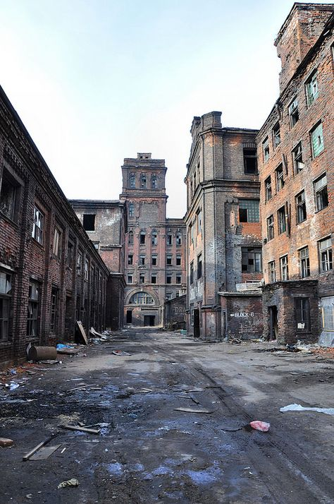 Walking down a road surrounded by huge abandoned factory buildings in St. This gives an idea of just how big the abandoned complex is. Apocalypse Aesthetic, Apocalypse Art, Apocalypse Landscape, Post Apocalyptic Art, Abandoned Cities, End Of The World, Urban Landscape, Story Inspiration, Architecture
