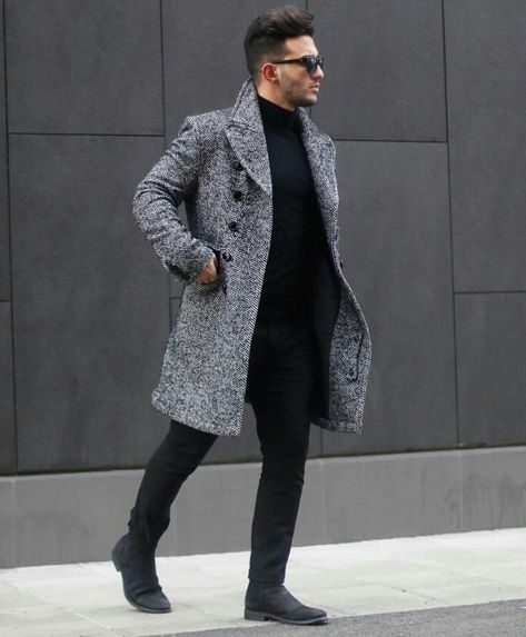 For today's style of the day, we picked a more casual approach with black Chelsea boots, black pants, a black turtleneck and an exquisite grey coat.