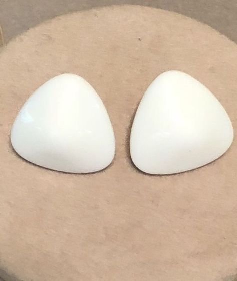 99 AUCTIONS Vintage Triangle Milk Glass Earrings