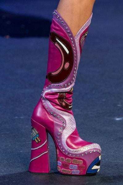 Marc Jacobs at New York Fashion Week Spring 2017 - Details Runway Photos Source by thecouturecute Shoes 70s Fashion, New York Fashion, Look Fashion, Fashion Shoes, Womens Fashion, Fashion Design, Fashion Details, Paris Fashion, Trendy Fashion