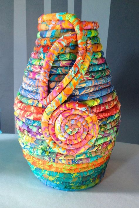 Coiled Baskets Are Great for Using Up Scraps - Quilting Digest Fabric Coiled Pot Rope Basket, Basket Weaving, Rope Crafts, Diy Crafts, Coil Pots, Fabric Bowls, Creeper Minecraft, Fabric Scraps, Scrap Fabric