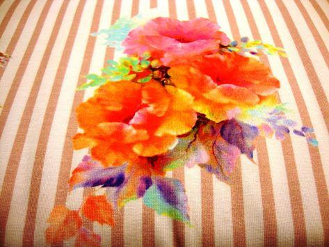 Baumwolljersey Grosse Blumen Auf Altrosa Weiss Gestreift Rosa Weiss Gestreifter Baumwolljersey Mit Rosa Lila Und Orangenen Rosen Grosse Blumen Altrosa Rosa
