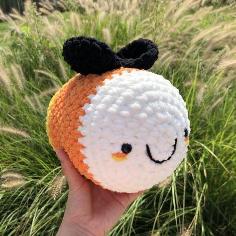 Crochet Bee, Kawaii Crochet, Cute Crochet, Crochet Toys Patterns, Crochet Designs, Knitting Patterns, Halloween Crochet, Halloween Candy, Knitting Projects