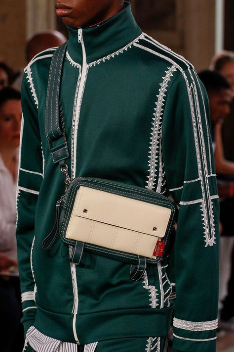 The complete Valentino Spring 2018 Menswear fashion show now on Vogue Runway.