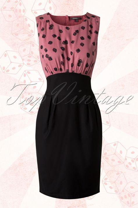 De60s Vivan Dress in Pink and Black Dicevan Emily and Fin is een elegant jurkje met een speelse twist en... exclusief verkrijgbaar bij TopVintage!Deze speelse jurk heeft een mouwloze licht geplooide top met een ronde halslijn en is uitgevoerd in een luchtige roze viscose met zwarte dobbelsteentjes. In de taille zit een brede gebogen aansluitende band vanwaar hij uitloopt in een tulpvormige rok met platte naden (loopt bovenaan lichtjes uit en valt daarna recht langs je benen), ...