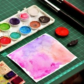 Learn the technique to create a perfect watercolor background (video included). **