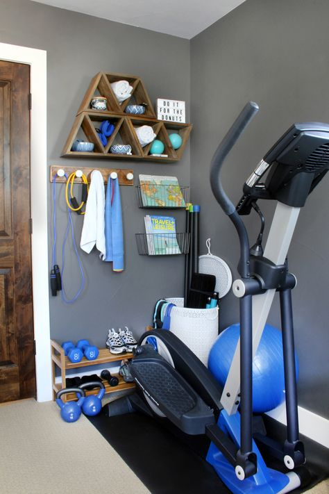 Home Gym Ideas & small space, big style! Turn a corner into a mini-home gym with creative storage hacks. Tips for exercise room decor that& more spa-like than locker room! Stylish Home Gym Ideas for Small Spaces Source by Diy Home Gym, Home Gym Decor, Gym Room At Home, Workout Room Home, Best Home Gym, At Home Workouts, Workout Room Decor, Home Exercise Rooms, Cheap Home Gym