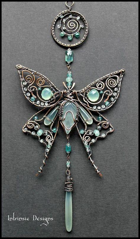 Wire - pendant butterfly with pearls - 01 Perlen Kunst (Edelstein-/Glasperlen und Rocailles) - Wire Crafts, Jewelry Crafts, Jewelry Art, Jewelry Design, Jewlery, Amber Jewelry, Wire Wrapped Jewelry, Metal Jewelry, Beaded Jewelry