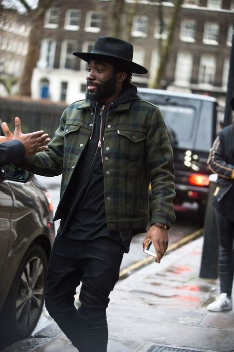 Our roving photographer Robert Spangle snaps the strongest looks on the street at London Collections Men A/W Remember guys, it's not just about the catwalk. As the shows come to a close, take a look at the most stylish men currently in the capital Mode Masculine, Mode Man, Most Stylish Men, Hip Hip, Outfits With Hats, Hats For Men, Dandy, Leather Men, Leather Jackets