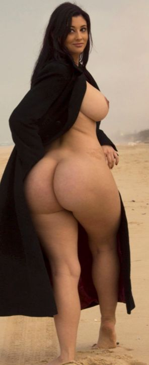 arabian wide hips Nude with curvy
