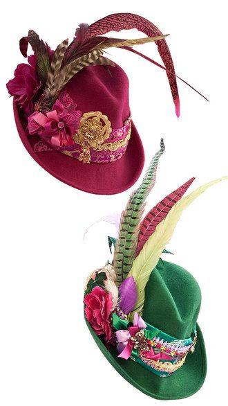 inzwischen schon wieder out..... wenn ich nach unserem Kundenbarometer gehe sind Trachtenhüte mit langen Federn.....
