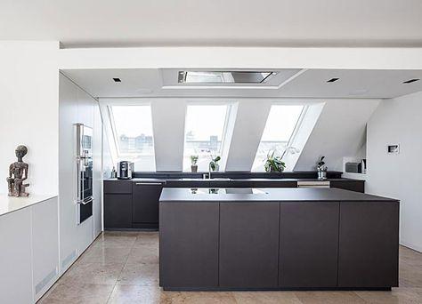 Dachgeschosswohnung kücheneinrichtung mansarde dachschräge deko ...