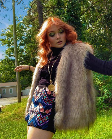 Funky Outfits, Indie Outfits, Casual Outfits, Cute Outfits, 70s Inspired Fashion, 60s And 70s Fashion, 1970s Trends, Faux Fur Vests, Turtle Neck
