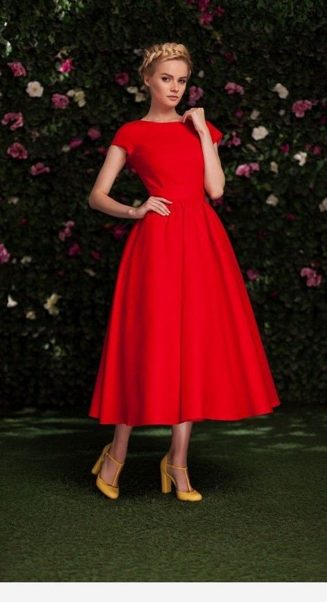 Related posts:Red dress with sleevesIncredible short strapless dressSimple long dress and sunglasses