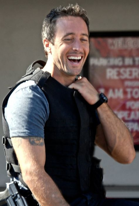 Hott man!! Love it when he has a genuine smile on his face.