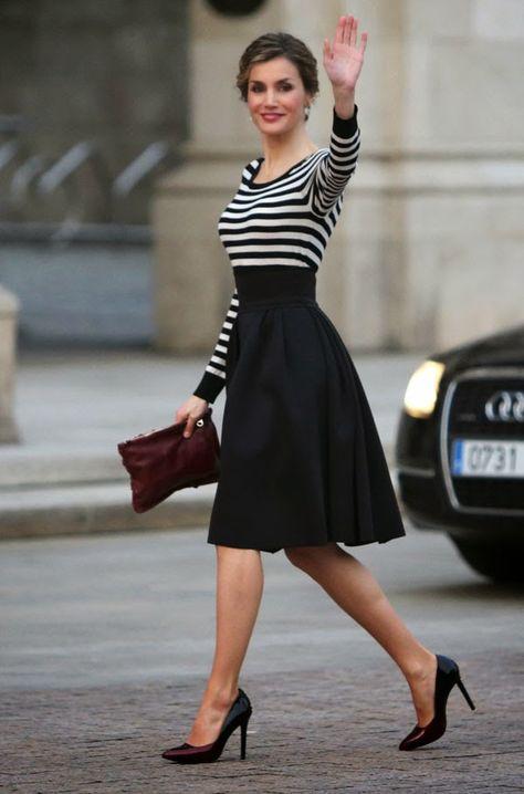 La Reina Letizia, impecable en Galicia: look de Hugo Boss y peinado de trenzas