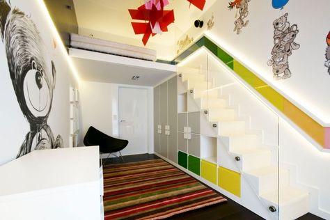Treppengeländer streichen - in Gelb, Grün und Orange - schlafzimmer mit spielbereich eltern kinder interieur idee ruetemple