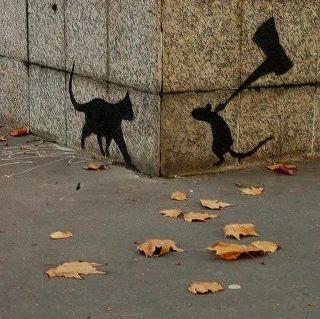 graffiti stencilkunst van kunstenaar Banksy, ik vind dit leuk want het is erg creatief gedaan en het voegt wel wat toe.