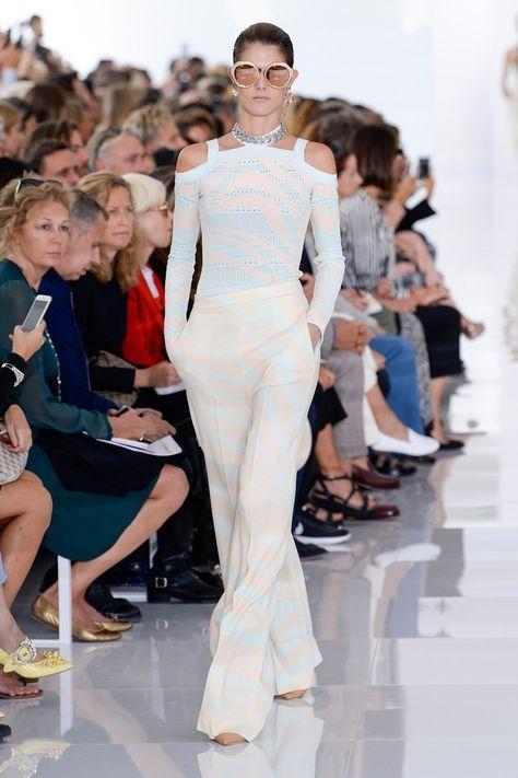 саша белый одежда