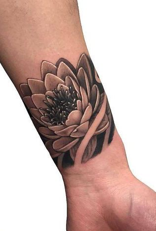 Flores De Lotus Descubra O Significado E Veja 25 Inspiracoes De Tatuagens Incriveis Palm Tattoos Tatuagem De Bracadeira Tatuagem Flor De Lotos