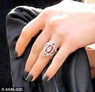 Newly Engaged Ashlee Simpson Flashes Her Bling Ring | Pinterest | Evan  Ross, Ashlee Simpson And Engagement
