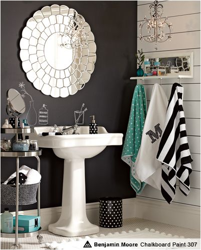 love for small bathroom... Super cute. These are the colors I'm putting in my room!! :) now if only Scotty and I can decide on a bed spread.