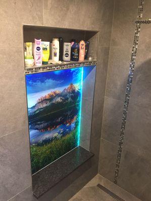 Diese Dusche Erstrahlt Jetzt In Vollig Neuem Glanz Duschruckwand Dusche Glanz