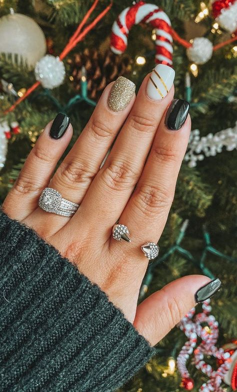 Best And Merry Christmas Nail Art Ideas – Page 35 of 37 – newyearlights. com - Safety. Christmas Gel Nails, Fall Gel Nails, Fall Acrylic Nails, Holiday Nails, Winter Nails, Easy Christmas Nail Designs, Cute Gel Nails, Winter Nail Designs, Nail Ideas For Winter