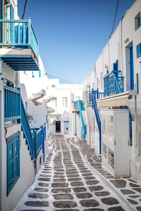 Here is the best Mykonos Travel Guide for This has the best Mykonos Travel tips and where to eat in Mykonos as well as where to stay in Mykonos. As well as what to do in Mykonos Town Mykonos Hotels, Mykonos Town, Santorini, Travel List, Solo Travel, Travel Guide, Beautiful Places To Travel, Romantic Travel, Usa Tumblr
