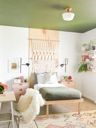 Quand Le Plafond Devient Le Nouveau Mur Pour S Exprimer En Deco Photos Deco Petite Chambre Decoration Chambre Ado Et Chambres Adolescente