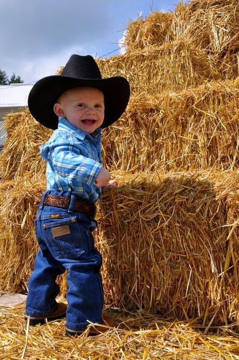 Country Kids / Little cowboy Little Cowboy, Cowboy And Cowgirl, Cowboy Baby, Cute Kids, Cute Babies, Baby Kids, Carters Baby Boys, Cute Baby Pictures, Baby Photos