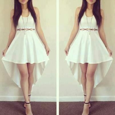 Vestido blanco corto con cola