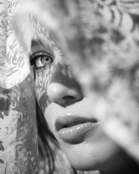 لست كاذبة يا سيدي ولست مخادعة أنا فقط لم أرد اخبارك كل الحقيقة أردت الإحتفاظ بك لم ارغب بخسارتك ليتني أستطيع إخبارك عن كل شيء Portrait Beautiful Eyes Face