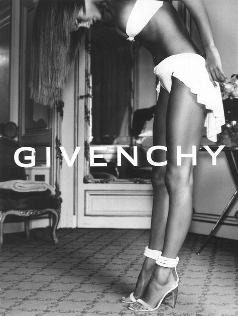 Campaign : Givenchy Season : Spring 2002 Photographer : Mario Testino Model(s) : Carmen Kass Carmen Kass, Mario Testino, Black And White Photo Wall, Black N White, Fashion Advertising, Advertising Campaign, Brand Campaign, Image Mode, Retro Mode