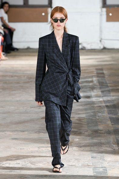 Guarda la sfilata di moda Tibi a New York e scopri la collezione di abiti e accessori per la stagione Collezioni Primavera Estate 2019.