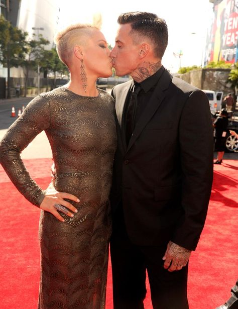 Pin for Later: A Sweet, Somewhat Hilarious History of Celebrity Couples at the MTV VMAs Pink and Carey Hart, 2012