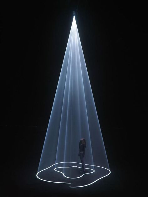 """New York-based, British artist Anthony McCall practices in the fields of film, installation, sculpture and drawing. """"Solid Light Films and Other Works"""" was the name of his first solo show which just ended at the EYE Film Institute . Stage Lighting, Neon Lighting, Lighting Design, Instalation Art, Light Film, Projection Mapping, Projection Installation, Video Installation, Art Installations"""