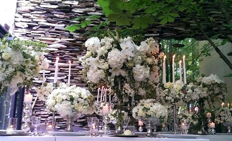 Great Gatsby themed table dressing at Jamie Aston Flower School in Seoul http://www.jamieaston.com/index.php/flower-school/