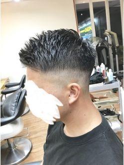 フェード 黒髪 メンズ 髪型 ビジネス メンズヘアカット ヘアスタイル