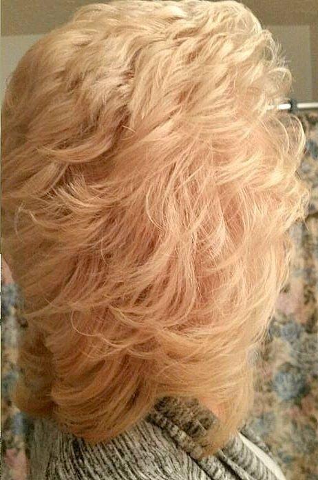 Coiffure Des Annees 80 Faite Au Brushing Big Hair Medium Curly Hair Styles Beautiful Haircuts