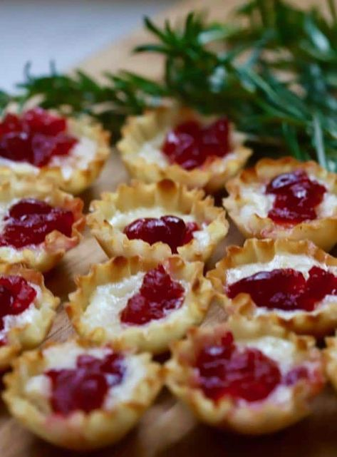 3-Ingredient Cranberry Brie Bites    #christmasappetizer, #christmaspartyfood, #appetizer, #cranberryrecipes #appetizerrecipes