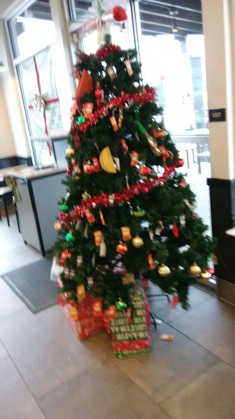 Taco Bell Christmas Eve.Taco Bell Loyalsock Township In The Hood Christmas Tree