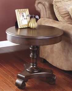 Pin By Elb Houria On Classique Rustic End Tables End Tables Round End Tables